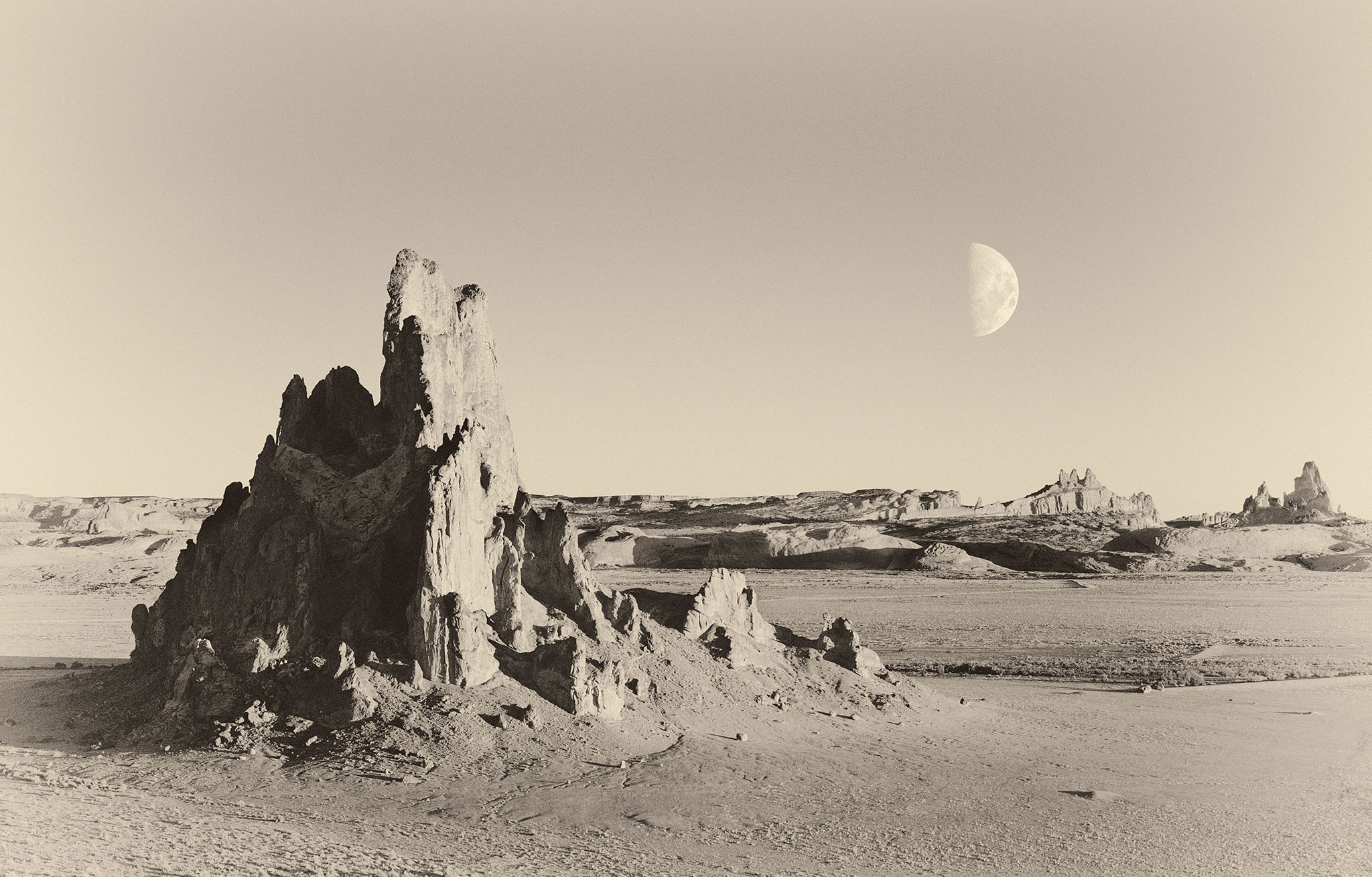 GW291_Utah_rock_formation_moon_retro2_2048_crp